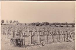 PHOTO ORIGINALE 39 / 45 WW2 WEHRMACHT FRANCE SOISSONS LE CIMETIÈRE MILITAIRE - Guerra, Militares