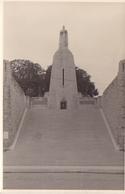 PHOTO ORIGINALE 39 / 45 WW2 WEHRMACHT FRANCE VERDUN VUE SUR LE MONUMENT A LA VICTOIRE - Guerra, Militares