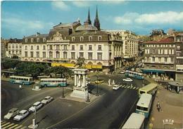 CPM/CPSM -  CLERMONT FERRAND - Place De Jaude Et Le Théâtre (voitures, Bus) - Clermont Ferrand
