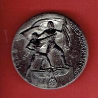 INSIGNE ALLEMAND EN METAL 1938 CONGRES NSDAP DE NUREMBERG WWII REICHSPARTEITAG A. DONNER WUPPERTAL E M9/86 RZM - 1939-45