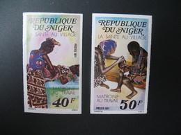 Timbre ND  Coin Daté Non Dentelé Neuf ** MNH - Imperf   Niger  N° 392 - 393 Equipes Villageoises  De Santé - Medicina