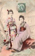 HONG-KONG-Deux Jeunes Filles En Tenue Traditionelle - China (Hongkong)