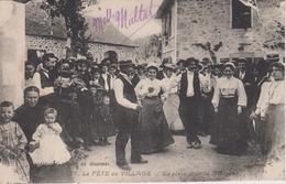 CPA La Fête Au Village - En Place Pour La Bourrée (jolie Scène) - Sin Clasificación
