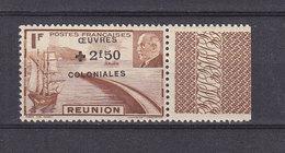 REUNION PETAIN 250 SURCHARGE DEPLACEE VERS LE HAUT LUXE NEUF SANS CHARNIERE - Réunion (1852-1975)