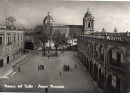 MAZARA DEL VALLO - PIAZZA MUNICIPIO - VIAGGIATA 1950 - (rif. S10) - Mazara Del Vallo