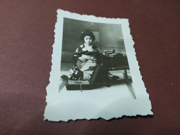 2  WK PHOTO JAPANISCHE FRAU MIT GRAMMOPHON - Erotiche (...-1960)