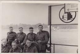 PHOTO ORIGINALE 39 / 45 WW2 WEHRMACHT SOLDATS ALLEMANDS BATEAU SUR LA MEUSE - Guerre, Militaire