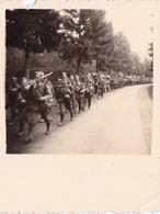 PHOTO ORIGINALE 39 / 45 WW2 WEHRMACHT DEPART DE LA BELGIQUE POUR LA FRANCE REGIMENT DE SOLDATS ALLEMANDS - Guerra, Militares