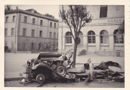 PHOTO ORIGINALE 39 / 45 WW2 WEHRMACHT FRANCE LORRAINE VÉHICULE DÉTRUIT EN VILLE LUNEVILLE ? - Guerra, Militari