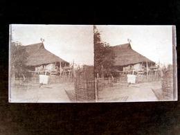 INDOCHINE   Ancienne Plaque De Verre  -  Habitation Laosienne   -  N° 1350 - Glasdias