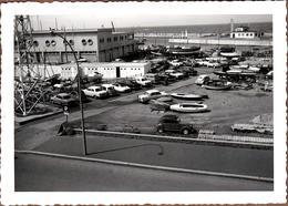 Photo Originale Parking En Vue Plongée Citroën Ds, Id, 2Cv, Simca Aronde, Renault 4 Cv Au Petit Port Du Havre En 1964 - Automobile