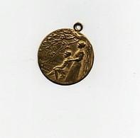 Insigne épinglette Médaille Laiton Aidez Nous à Les Sauver Lalique Soldat Guerre 1914-1918 - 1914-18