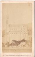 N D DE LOURDES 1872 Grotte Miraculeuse  - Photo Cdv à L Aigle Pêcheur Rivière Le Gave Chapelle Fin De La Construction - Photographs