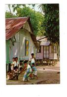 Cpm -  Asie > Singapour - MALAY KAMPONGS Maisons En Bois Enfants Jeu - Singapore
