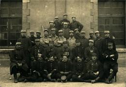 Militaria - Photographie Groupe De Soldats Et Officiers - Format 11,5 X 16,5 Cm - Photos
