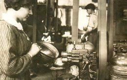 Guerre 14 18 : Montage Du Casque Adrian (un Atelier De Sertissage) - Guerre 1914-18