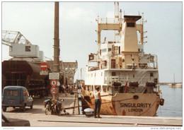 """Photo-carte Moderne - Port De Granville """"Wagons De Phosphate Et Cargo Singularity"""" Années 80 - Granville"""