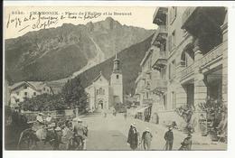 * CHAMONIX , Place De L' Eglise Et Le Brévent , CPA ANIMEE , 1903 - Chamonix-Mont-Blanc
