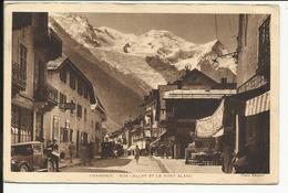 * CHAMONIX , Rue Vallot Et Le Mont Blanc , CPA ANIMEE , 1947 - Chamonix-Mont-Blanc