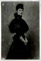 Kaiserin Elisabeth Im Schwarzen Kleid - Familles Royales