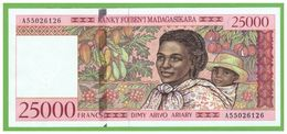 MADAGASCAR - 25000 FRANCS - 1998 - P-82 - UNC - Madagascar