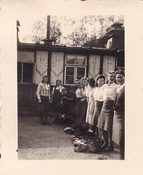 PHOTO ORIGINALE 39 / 45 WW2 WEHRMACHT ALLEMAGNE GERBACH JEUNES FILLES ALLEMANDES DU B.D.M REMISE DES PAQUETAGE - Guerra, Militari
