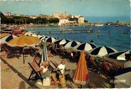 83 .. SAINTE MAXIME SUR MER .. LA PLAGE .. 1960 ... PARASOLS - Sainte-Maxime