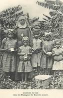 Pays Div-ref W308- Papouasie Nouvelle Guinée -cueillette  Café Dans Les Montagnes De Nouvelle Guinée -missions -mission - Papua Nuova Guinea