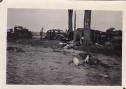 PHOTO ORIGINALE 39 / 45 WW2 FRANCE SEINE ET MARNE CONVOI DÉTRUIT PAR LES STUKA - Guerra, Militari