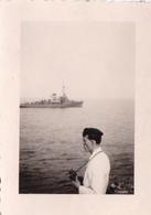 PHOTO ORIGINALE 39 / 45 WW2 FRANCE MER DU NORD CHASSEUR DE MINES ALLEMAND M.1908 SOLDAT ALLEMAND AUX JUMELLES - Krieg, Militär