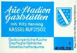 1 Altes Gasthausetikett, Aue-Stadion Gaststätten, Inh. Fritz Henning, Kassel #208 - Matchbox Labels