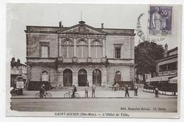 SAINT DIZIER - L' HOTEL DE VILLE AVEC VELOS ET PERSONNAGES - PETITE COUPURE PLI ANGLE BAS A GAUCHE  - FORMAT CPA VOYAGEE - Saint Dizier
