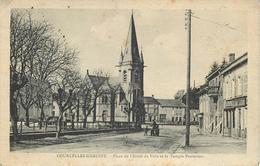 COURCELLES CHAUSSY - Place De L'hôtel De Ville Et Le Temple Protestant. - Autres Communes