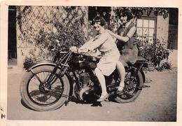 """¤¤   -  Cliché De Deux Hommes Travestis En Femmes Sur Une Moto """" TERROT """"  -  Voir Description    -  ¤¤ - Motorbikes"""