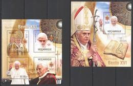 ST2566 2013 MOZAMBIQUE MOCAMBIQUE FAMOUS PEOPLE POPE BENEDICT XVI PAPA BENTO XVI KB+BL MNH - Popes