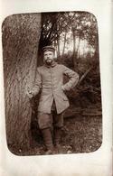 Carte Photo Originale Guerre 1914-18 Soldat De L'Armée Allemande, Cachet Dos : Fussartillerie-Batterie Nr. 222 - Légende - Oorlog, Militair