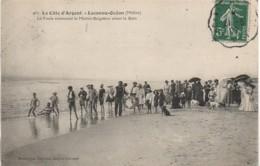 33 LACANAU-OCEAN  La Foule Entourant Le Maître-Baigneur  Avant Le Bain - Francia