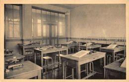 France Paris Salle De Manipulations De Physique Hall Interior Postcard - Francia