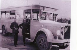 Ancien Autobus Saurer Avec Le Chauffeur, Un Controleur Et Des Passagers, Au Zurich   -  15x10 PHOTO - Bus & Autocars
