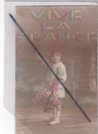 Vive La France - Petite Fille Avec Panier De Fleurs - Szenen & Landschaften