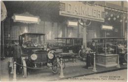 D75 - PARIS - STAND DAIMLER - Hommes Près Des Véhicules Daimler Anciens - Expositions