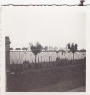 PHOTO ORIGINALE 39 / 45 WW2 WEHRMACHT FRANCE BAYEUX VUE SUR LE CIMETIÈRE MILITAIRE - Guerra, Militares