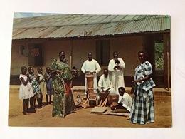 AK  UGANDA    MUGANDA DANCERS - Oeganda
