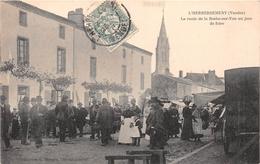 ¤¤  -  L'HERBERGEMENT   -  La Route De La Roche-sur-Yon Un Jour De Foire  -  Marché   -  ¤¤ - Frankreich