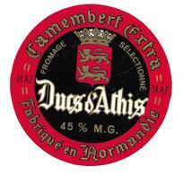 ETIQUETTE De FROMAGE..CAMEMBERT Fabriqué En NORMANDIE..( Calvados 14 AZ) ..Ducs D'Athis - Cheese