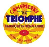 ETIQUETTE De FROMAGE..CAMEMBERT Fabriqué En NORMANDIE( Orne 61 C) ..Triomphe - Cheese