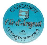 ETIQUETTE De FROMAGE..CAMEMBERT Fabriqué En NORMANDIE (50-AN)...Clé D'Argent..U.L.N. à CONDE Sur VIRE ( Manche) - Cheese