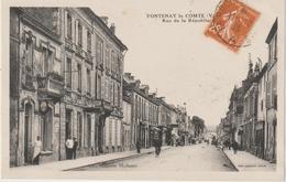 Vendée : FONTENAY  Le  COMTE :  Rue De La  République - Fontenay Le Comte