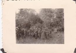 PHOTO ORIGINALE 39 / 45 WW2 WEHRMACHT FRANCE ARDENNES SOLDATS ALLEMANDS EN FORET - War, Military