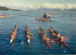 TAHITI - Départ D'une Course De Pirogues Doubles - Tahiti